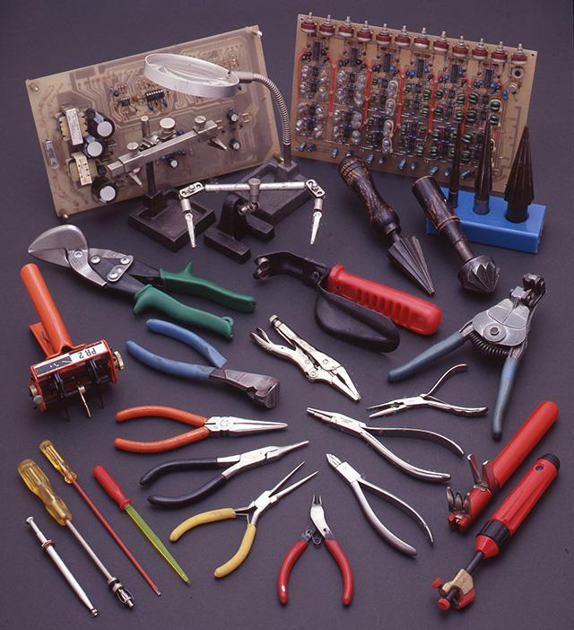 基盤は筆者が20年前に製作した楽器用エフェクター回路