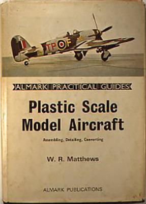 『Plastic scale model aircraft』 W.R.Matthews, Almark publishing Co.,Ltd.,UK 1971 ハードカバーで写真が多く、プラスチックモデルの工作技術についての本