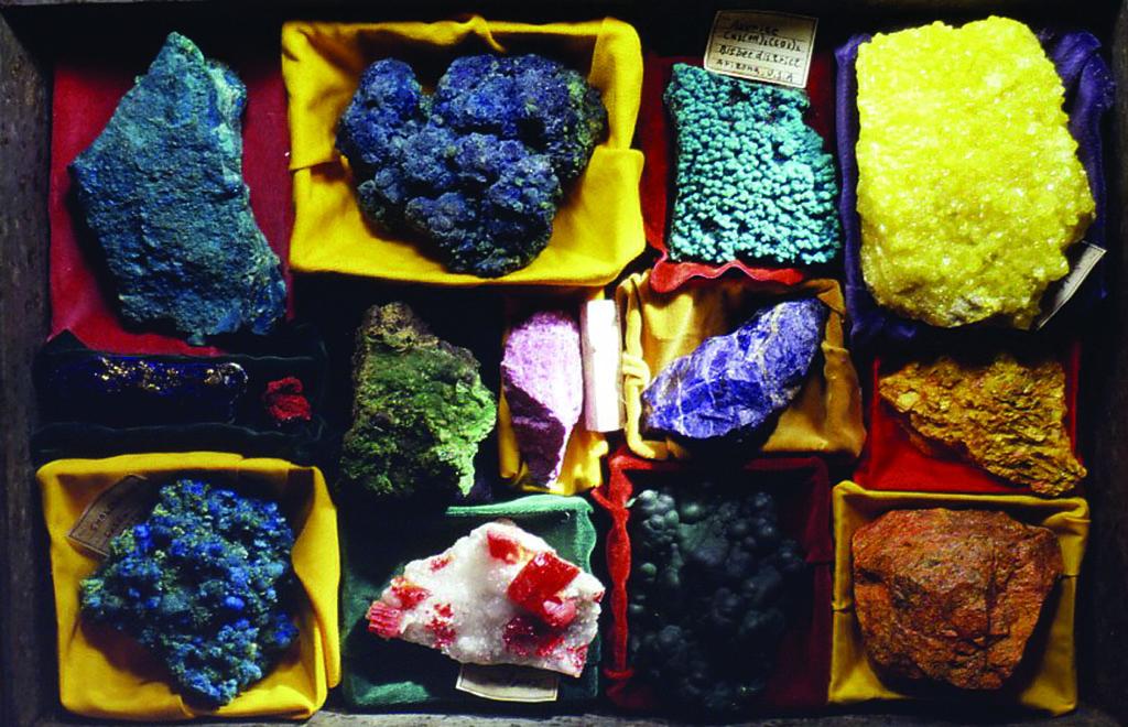 小林健二の鉱物標本(絵の具の顔料などとして使われる鉱物)