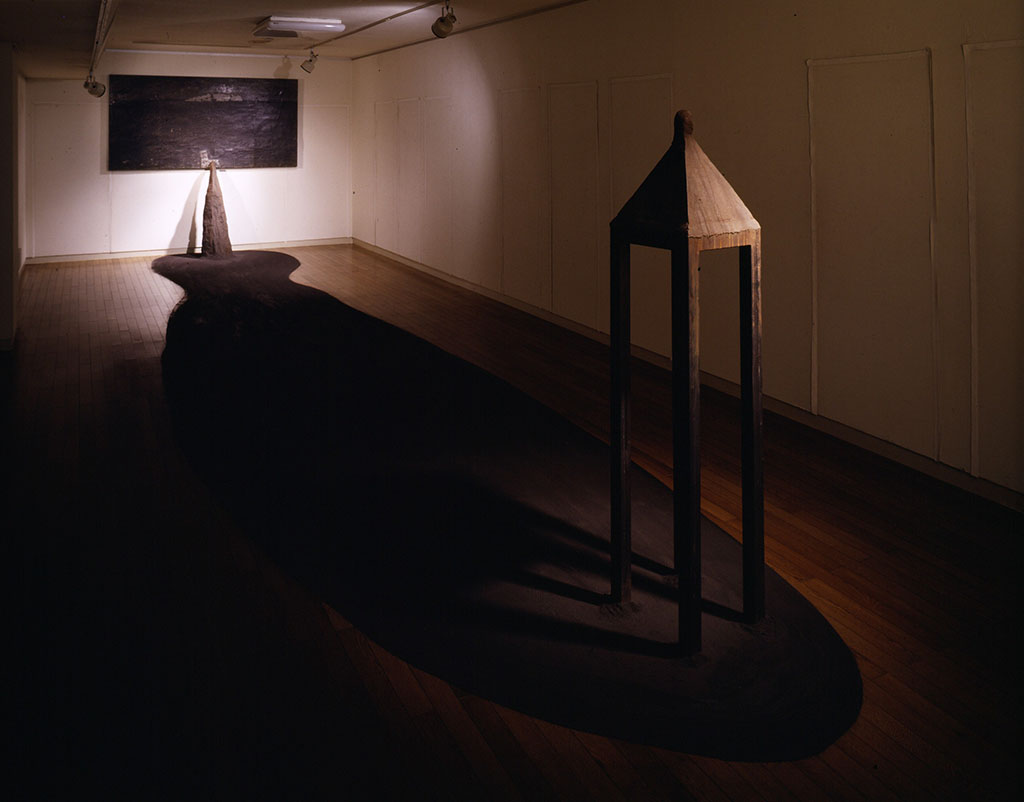 「夜と息」Mixed Media 1991(1986年に蝋と海水によって封じ込められたエスキースの一枚から想像された風景だという。)