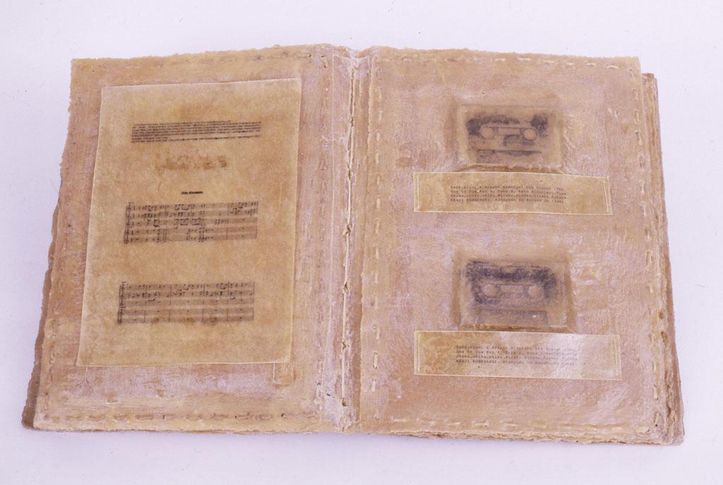 「詳らかにできない夜の実況記録」1991 405X315X79(mm) 紙、蝋、カセットテープ