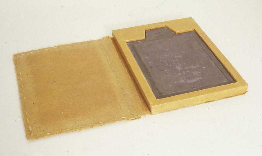 """「閉じ込められた""""夜""""」1991 360X260X35(mm) 紙、蝋、鉛、夜"""