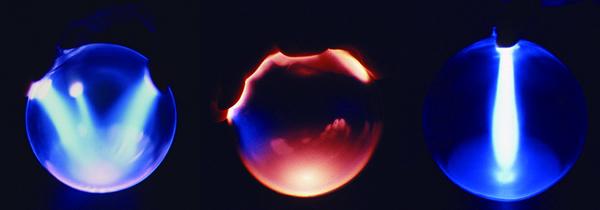 画像は小林健二作品[EUINFINIS(無極放電管の作品)]の一部