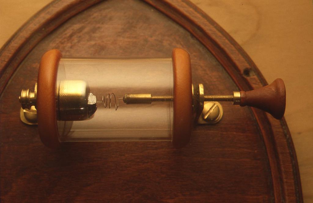 最終的に完成した検波器です。