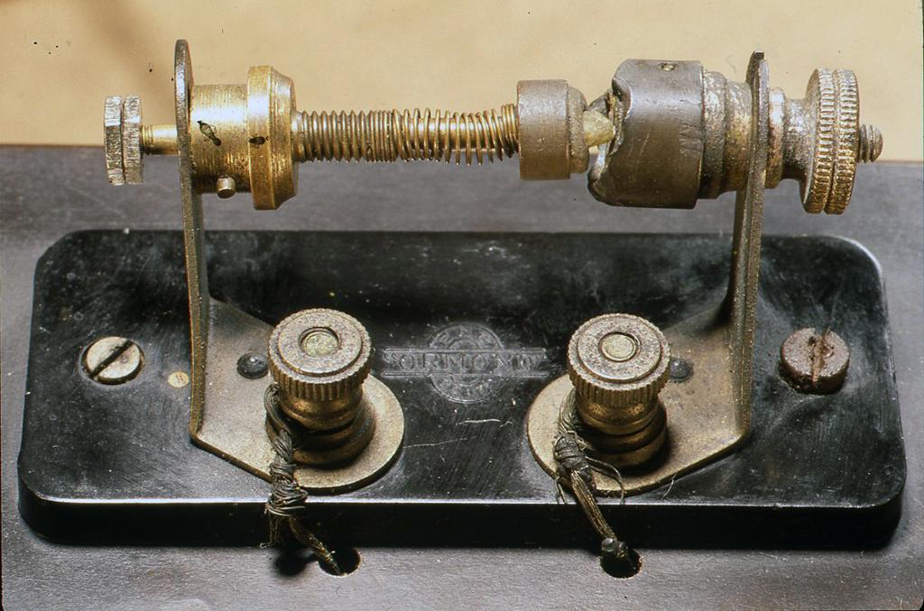 昔の鉱石ラジオの接合型検波部分
