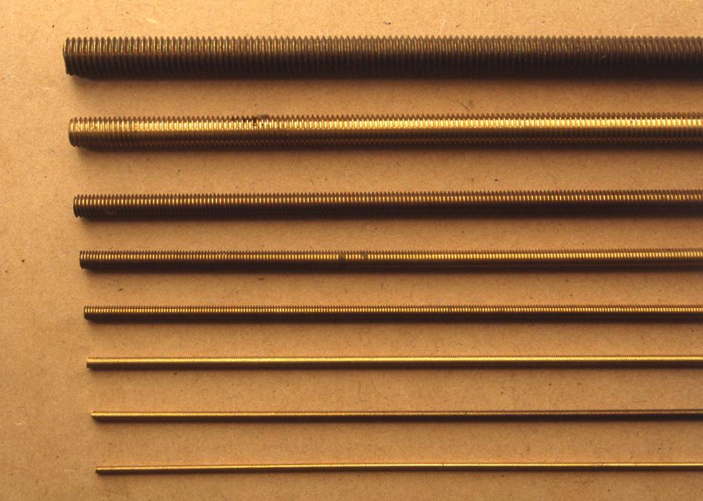 通常金属材料店で手に入るのは、径が2、2.6、3、4、5、6、8、10、12 mmですが、これでたいてい間に合うと思います。