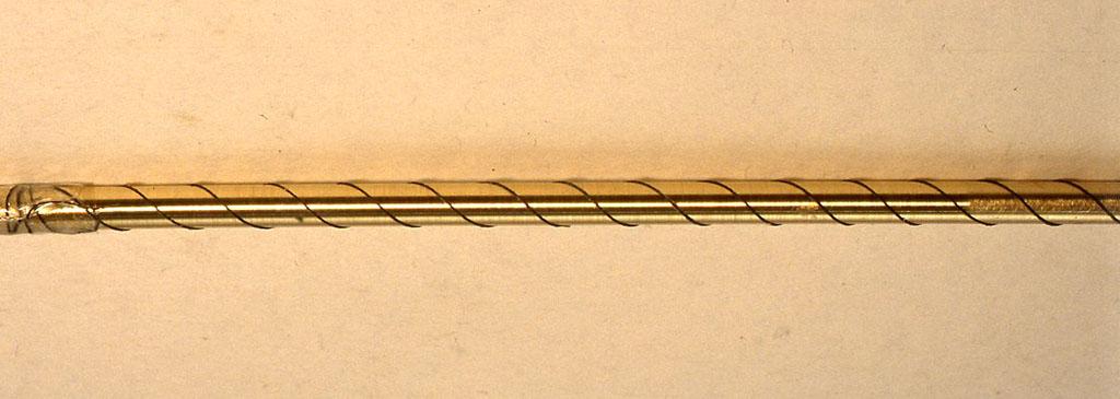 6cmの真鍮棒に糸を巻いてピッチをまず見ているところ。