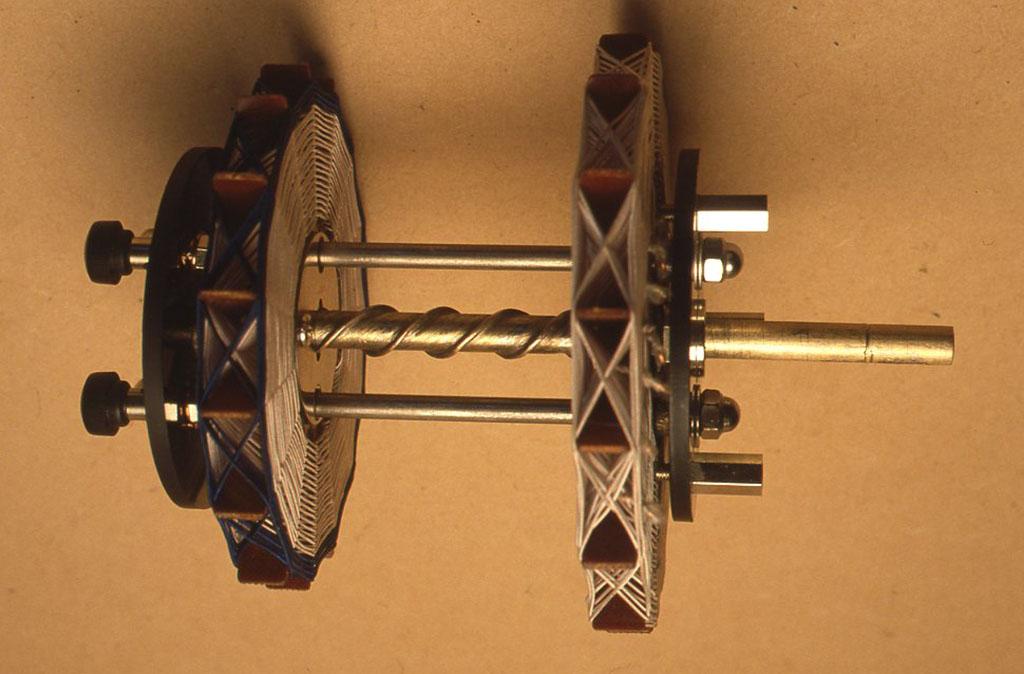 ヴァリオカップラーはパネル面のツマミを回すと写真のようにコイルが前後します。