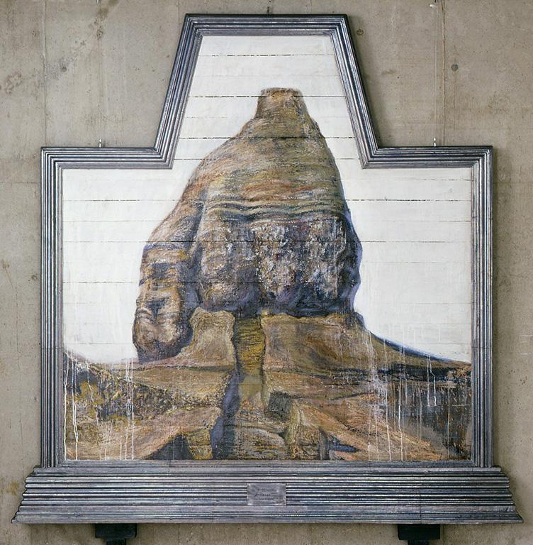 「ヨモツカド」1990年製作。まさに額縁の技術も用いて製作された作品。絵の部分は油彩で描かれ、その周りの鉛箔をはった部分がそれにあたる。作品自体は2m四方ほどの大きさのため、枠の細いところでも10cm以上はある。