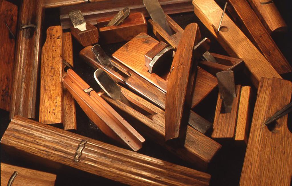 若い頃から折につけ趣味で自作した小鉋など。鉋身は購入したり古い包丁やノミの刃を利用したりしているが、台は全て自作したそうだ。