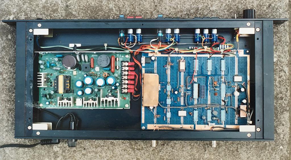 小林健二が20代のはじめ頃に作った音楽のエフェクターの一つ。