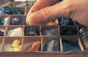 針を鉱物に当てて検波できる石を探しています。
