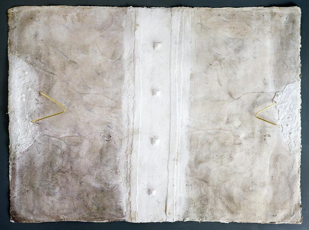 [天体と意識]1984 自漉紙に真鍮、漆、金箔、混合技法