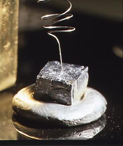 彗星1型の検波器は真鍮とタングステンのスプリングでできている。