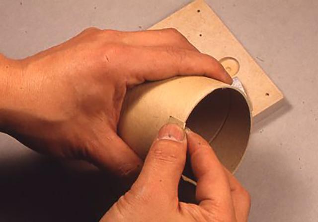 [銀河2型]を作ってみる。まずはサンドペーパーでコイルを巻くための紙筒のフチや板の表面や角をなめらかにすることから始める。