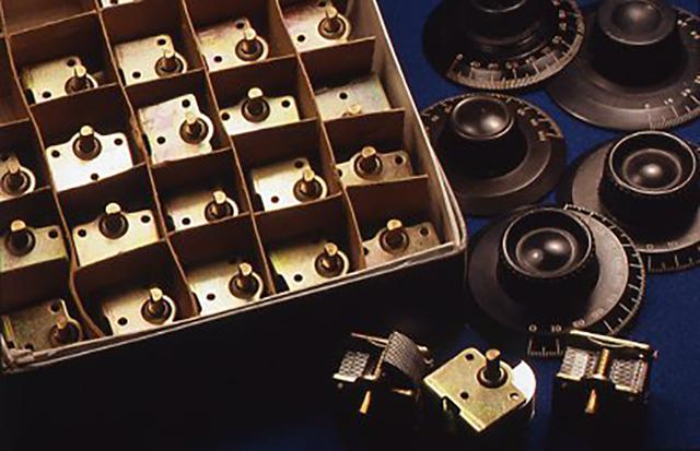 これからはもっと本格的なキットも開発してみたいと考えている。例えば金属製の鍛連エアバリコンや鉱石ラジオの初期に付いていたダイヤルを使ったものなど。