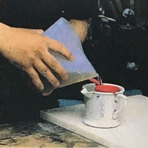 3,結合材としてアラビアゴムを用意。水につければ二日で溶ける。あるいは膠の場合は水につけて膨潤させ、40-50度で湯煎して溶かす。