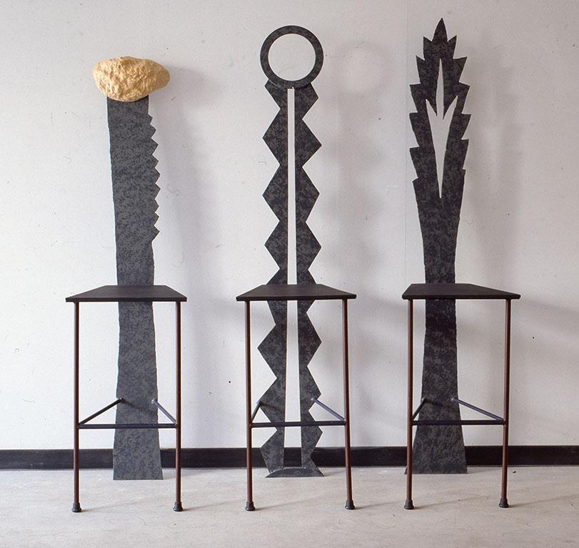小林健二製作の家具。左から[ALIE] [FOUPOU] [DUMEX]。このイスたちは寝具専門店Al-jabrの依頼により製作されたもの。