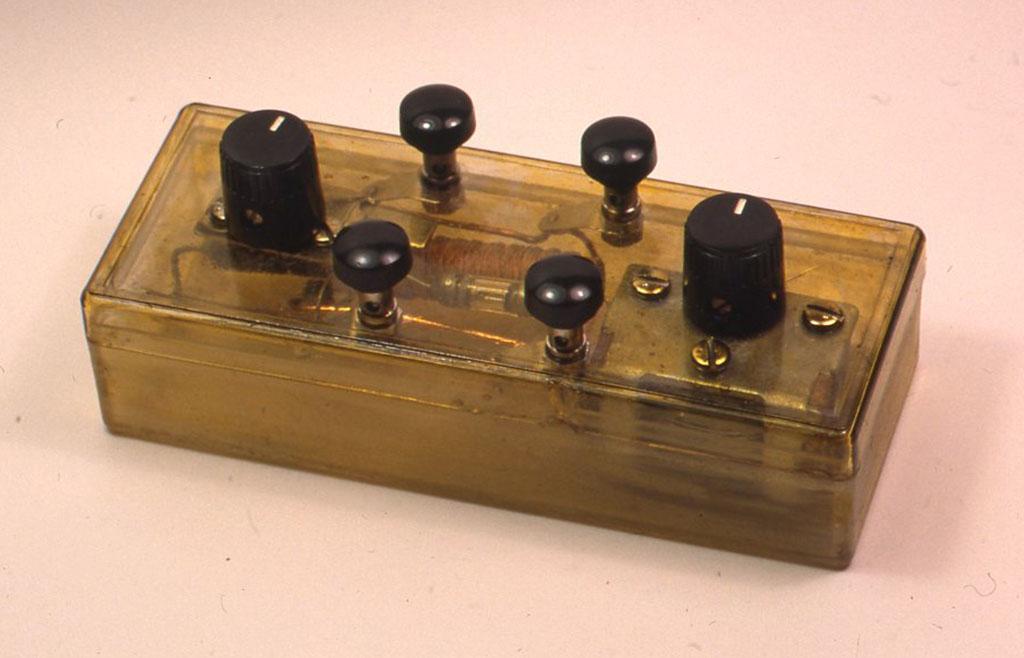 ミュー同調器とヴァリコンを使ったゲルマラジオ 「ぼくらの鉱石ラジオー小林健二著」より